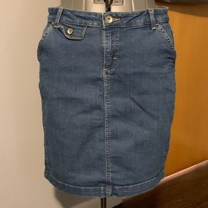 Gently used Merona stretch denim skirt Sz 10R